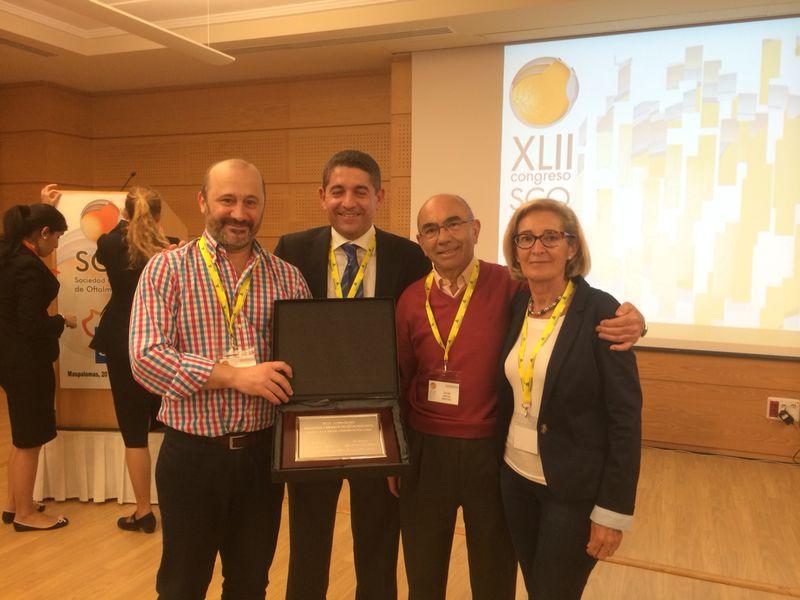 El médico torrejoncillano, Enrique Santos, recibe un premio en oftalmología