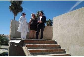 León visita las obras que se están desarrollando en Riolobos gracias a subvenciones de diputación.