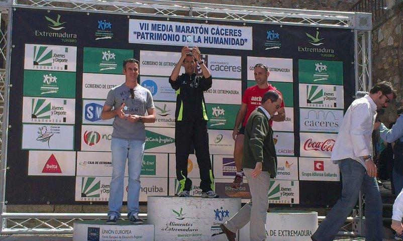 El torrejoncillano Roberto Martín, vencedor de la prueba de 10 kilómetros - CEDIDA