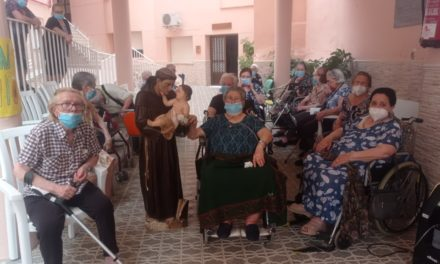 """San Antonio visita a los mayores de """" Santa Isabel"""" Torrejoncillo."""