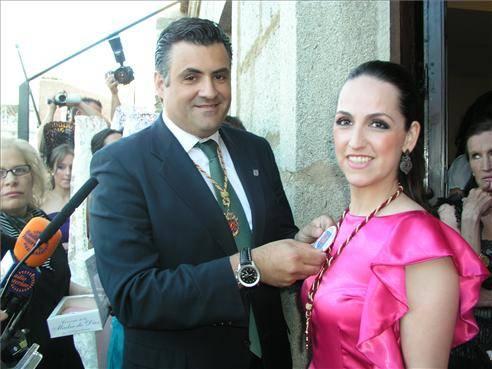 Laura Sánchez González fue presentada como abanderada de las fiestas de San Juan 2013