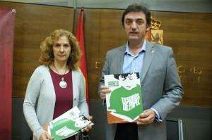 El diputado, Eduardo Villaverde, y Carmen Hernán - EUROPA PRESS