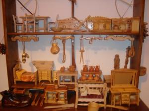 Teófilo Rubio expone sus miniaturas de madera en Torrejoncillo