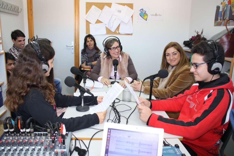 La Consejera de Educación y Cultura visita Torrejoncillo para poner en valor una iniciativa de Radio Escolar