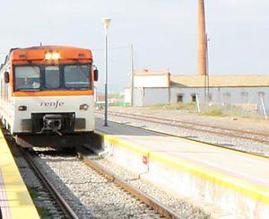Adif alquila estaciones completas y locales ferroviarios en Cañaveral, Mirabel o Casas de Millán