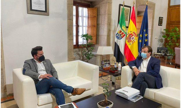 Ayer se reunió el Alcalde con el Presidente de la Junta de Extremadura  Guillermo Fernández Vara  .