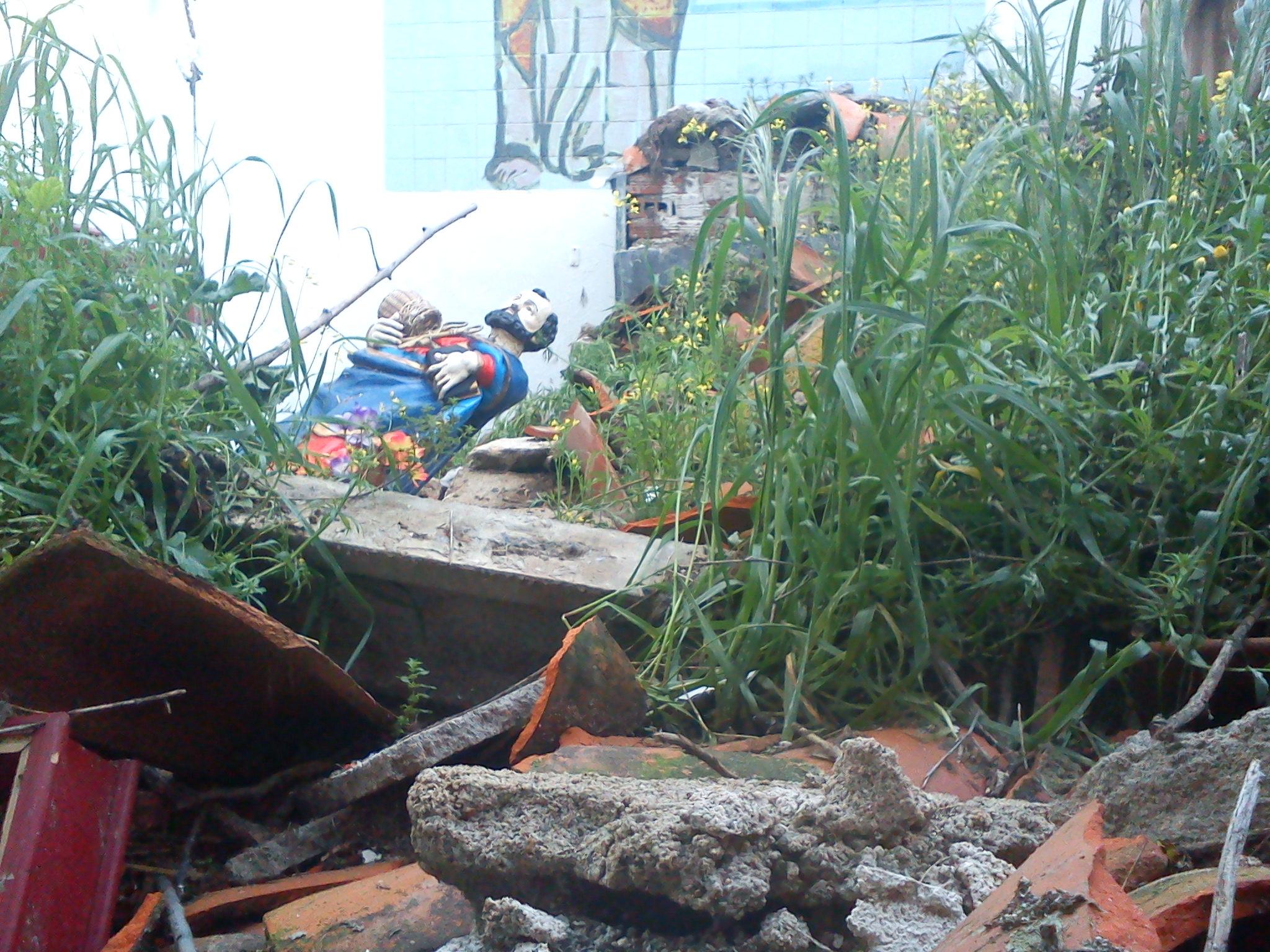 """El tejado de la Iglesia de la Sauceda se derrumba y sepulta de escombros a San Pedro """"El Viejo"""""""