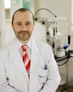 El médico torrejoncillano Enrique Santos-Bueso sitúa otro de sus estudios histórico-oftalmológicos entre los más leídos del país