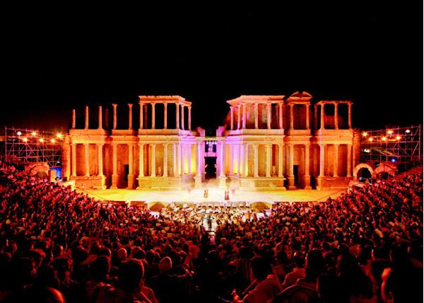 La Asociación Cultural organiza su excursión anual al Festival de Teatro Clásico de Mérida