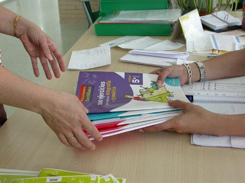 Cáritas Parroquial de Torrejoncillo, inicia una campaña destinada a material escolar y libros