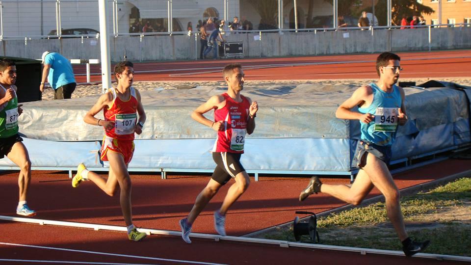 Mario Mirabel completa la colección con su bronce en el regional de 5.000 m.l.